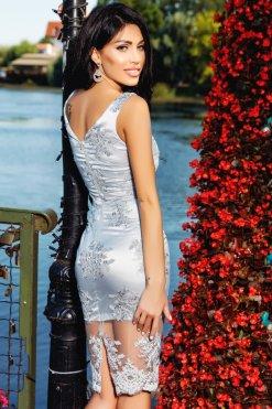 ezüst csipkés hímzett ruha atmosphere